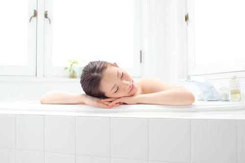 寝る一時間前の「ぬるめのお風呂」