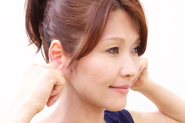 耳引張りエクササイズ2